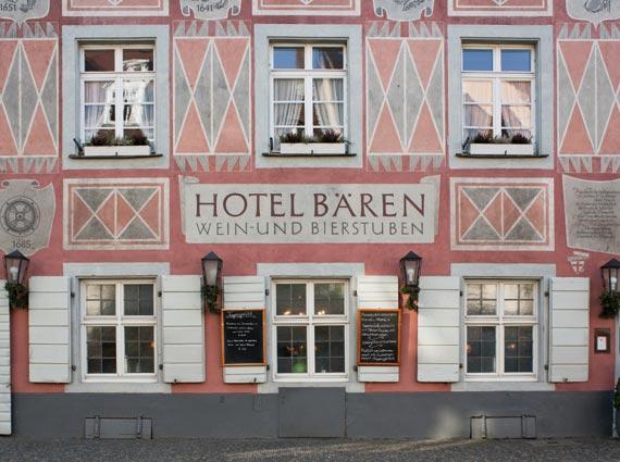 Seit über 60 Jahren nahezu unverändert: Die vom »Hofmalermeister« Knosp mit Keimfarben gestaltete »Bären«-Fassade