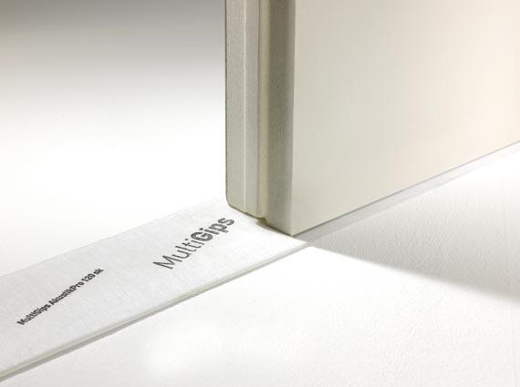 Bauteile aus Gips-Wandbauplatten werden mit Randanschlussstreifen schalltechnisch von der tragenden Konstruktion entkoppelt. Der elastische Anschluss reduziert erheblich die Schalllängsleitung über die Nebenwege. Bild: VG-Orth Multigips