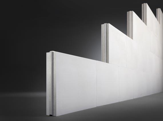 Gips-Wandbauplatten verbinden Massiv- und Trockenbauweisen zur eigenständigen Leistungsklasse des massiven Trockenbaus, der mit DIN 4103-2 über eine eigene Normung verfügt. Bild: Multigips