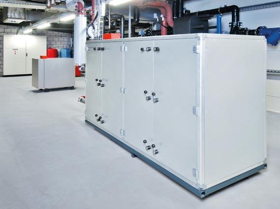 Die neue Wärmepumpe »Vitocal 300-W Pro« nutzt Grund- oder Oberflächenwasser als Wärmequelle und leistet bis zu 290 Kilowatt. Bis zu 1.450 Kilowatt sind durch Kaskadenschaltung mehrerer Geräte möglich.