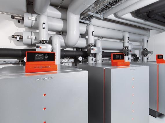 Bis zu 58,9 Kilowatt leistet eine einzelne »Vitocal 300-G« bei der Nutzung von Grundwasser als Wärmequelle. Höhere Leistungen werden durch die Anordnung von bis zu zehn dieser Wärmepumpen in einer Kaskade erreicht.