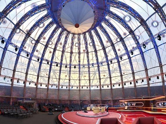 Der Gasometer – Industriedenkmal und Wahrzeichen Berlin Schönebergs – wurde 2011 als Fernsehstudio wiederbelebt. Das dafür nötige Brandschutzkonzept erfüllen Lichtkuppeln mit Entrauchungsfunktion von Eternit Flachdach.