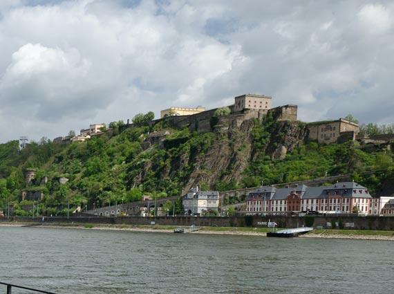 Seinen ersten prominenten Einsatzort fand der »FL-Kalk« auf der Festung Ehrenbreitstein, hier wurde er als Bindemittel für eine gebundene Leichtschüttung verwendet.