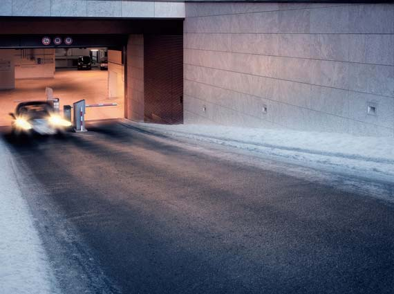 Von Oktober bis April können Schnee und überfrierende Nässe die Verkehrssicherheit stark einschränken. Elektrische Freiflächenheizungen von AEG Haustechnik verhindern Glatteisunfälle zuverlässig und energieeffizient.