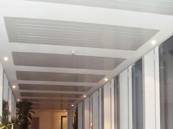 Sunline »Aluline« ermöglicht Heizen und Kühlen mit einem System. Durch die Gestaltungsmöglichkeiten eignet sich »Aluline« für Büro- und Verwaltungsgebäude.