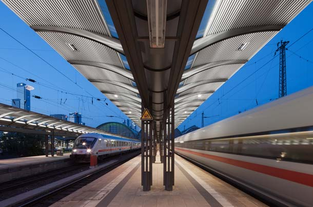 14W LED-Röhren von LOBS.LED ersetzen heute u.a. am Frankfurter Hauptbahnhof vormals eingesetzte T8 Leuchtstoffröhren.