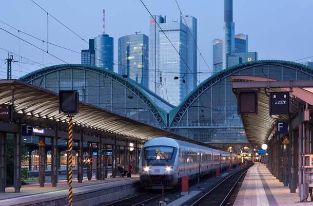 Rund 7.000 LED-Röhren von LOBS.LED sind an den Bahnsteigdächern am Frankfurter Hauptbahnhof, in Mainz, Kaiserslautern, Wilhelmshaven und Hamburg-Dammtor zur indirekten Beleuchtung im Einsatz.