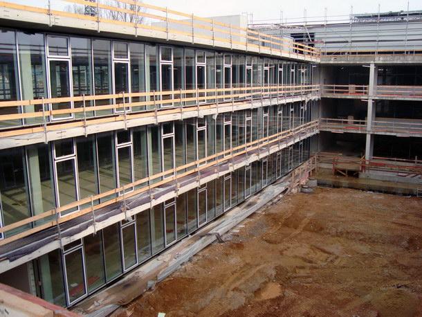 Auf einer Fläche von knapp 11.000 Quadratmeter entsteht derzeit das Ausweichgebäude der Naturwissenschaften der Uni Regensburg. Quelle: Dennert Poraver GmbH