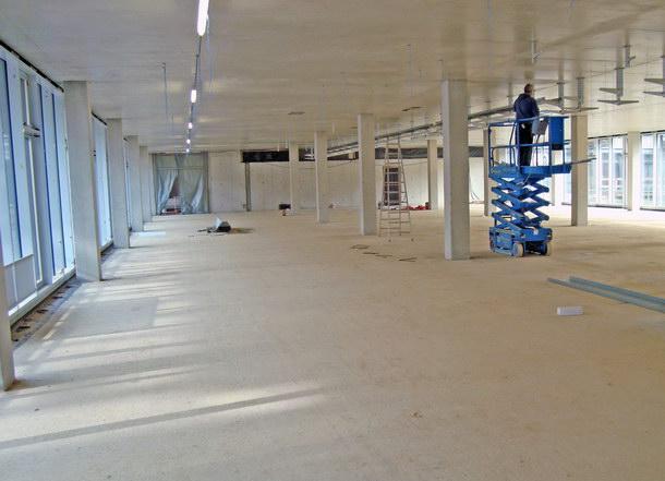 Insgesamt wurden auf ca. 9.000 Quadratmeter Fläche mehr als 300 QuadratmeterBlähglasgranulat als zementgebundener Leichtausgleich verbaut. Quelle: Dennert Poraver GmbH