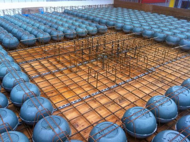 Nun auch mit bauaufsichtlicher Zulassung: Cobiax-Hohlkörpermodule der Bauart »Slim-Line« für Deckenstärken von 20 bis 35 Zentimetern. Foto: Cobiax