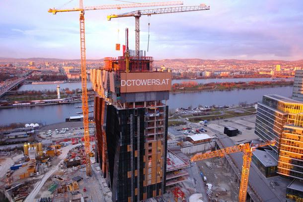 Bau des DC-Towers in Wien von Dominique Perrault