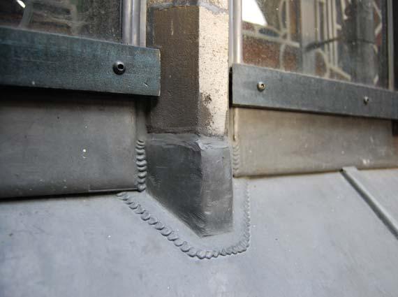 Kölner Dom: Kirchenfenster mit Walzblei verwahren