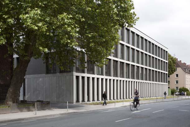 Effizienter Umgang mit Energie im Gebäudesektor: Das Hansa Berufskolleg in Münster von Peter Bastian Architekten BDA