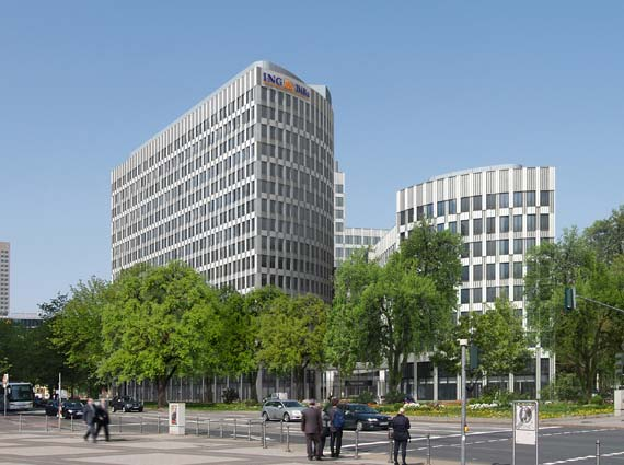 Die Fassade des Gebäudes wird mithilfe von Weißzement der Firma Holcim gefertigt, er ermöglicht strahlend weißen Beton. Bild: Deka Immobilien Investment GmbH