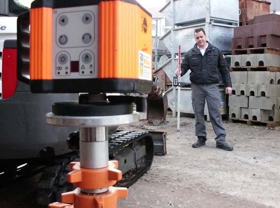 Auf Baustellen, wo es recht grob zugeht und die Arbeiten schnell und mit viel Kraftaufwand erledigt werden müssen, stellen filigrane Schraubverbindungen an den Gerätschaften ein Hindernis dar. Quelle: Nedo GmbH & Co. KG
