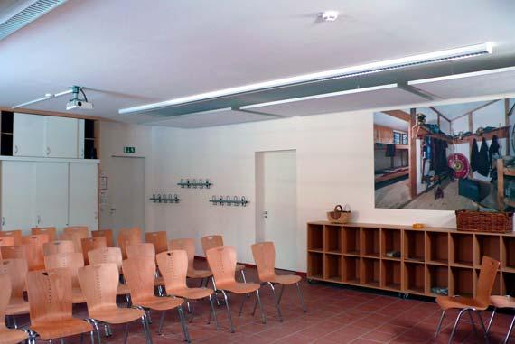 Wie so häufig herrschten auch hier glatte Wand- und Deckenmaterialien vor, die den Schall reflektierten und so zu einer unerträglichen Lärmbelästigung führten