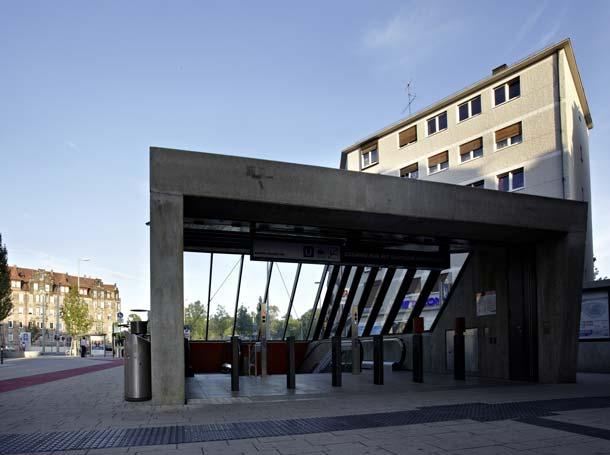 Die U-Bahnstation »Friedrich-Ebert-Platz« ist in Nürnberg eine wichtige und stark frequentierte Verkehrsanbindung. In den sechs Treppenanlagen, die zu den Gleisen führen, gewährleisten vollautomatische AEG Freiflächenheizsysteme im Winter die Sicherheit für Passanten. Foto: AEG Haustechnik