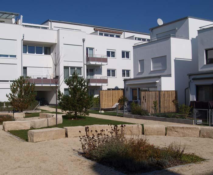 Ludmilla-Wohnpark: Im Innenbereich befindet sich eine aufwendig gestaltete Grünanlage mit Sitzgelegenheiten und einem Spielplatz für Kinder. Foto: UNIPOR, München