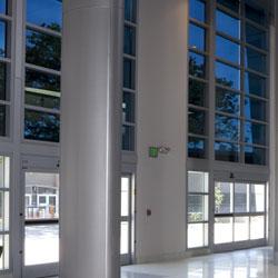 Vorteile von elektrochromem Glas im Vergleich zu herkömmlichen mechanischen Sonnenschutz-Systemen