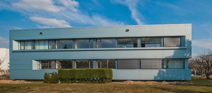 Fertiggestellte Fassade des Verwaltungsgebäudes in Walldorf