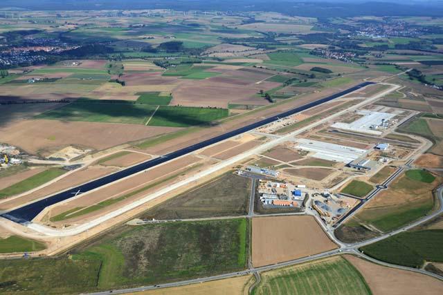 Hier noch im Bau, seit 4. April 2013 in Betrieb: der neue Flughafen Kassel-Calden. Bild: Flughafen Kassel-Calden