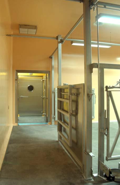 »Sikagard-Wallcoat N« versiegelt Wandflächen in Reinräumen und verleiht ihnen gleichzeitig eine glänzende Farbe. Foto: Sika Deutschland GmbH