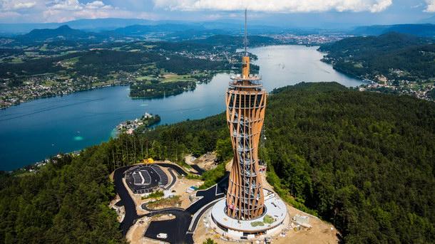 600 m³ Holz, davon 500 m³ BS-Holz, und 300 t Stahl wurden im Aussichtsturm verbaut