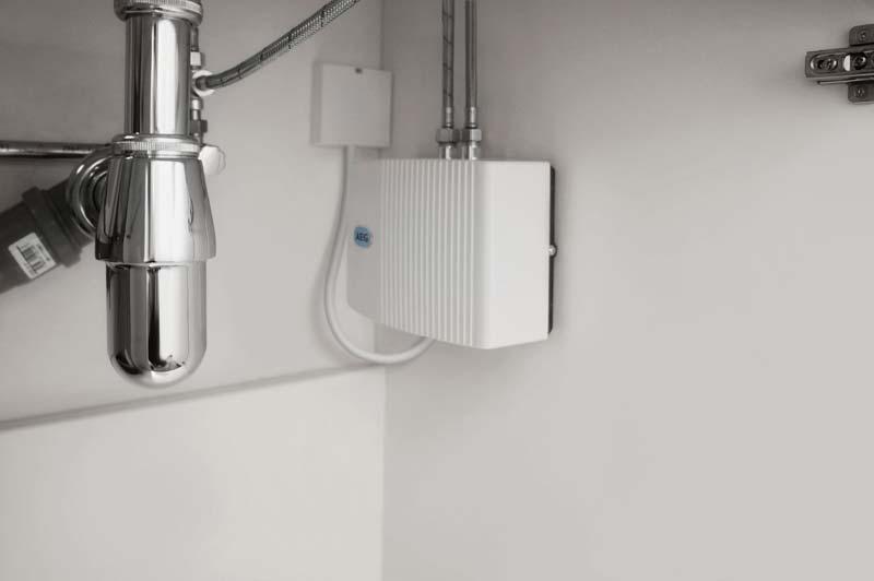 Klein-Durchlauferhitzer von AEG Haustechnik nehmen nur wenig Platz in Anspruch und lassen sich einfach und zeitsparend montieren: Ein 230V-Anschluss oder eine Steckdose ist für den MTD 350 ausreichend.  Foto: AEG Haustechnik