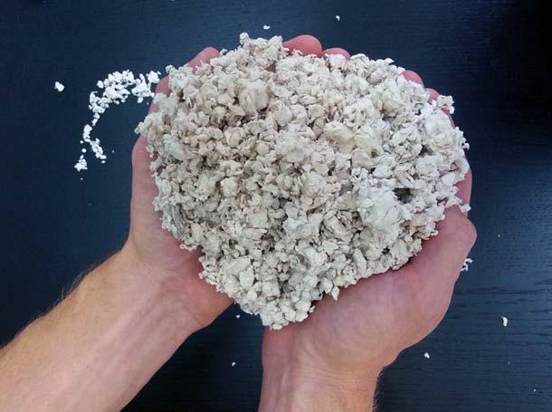 Papierfasern: Rohmaterial zur Herstellung isolierender Schäume. Foto: Melodea Ltd.