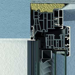 FINSTRAL Sonnenschutz im Aluminiumfenster integriert