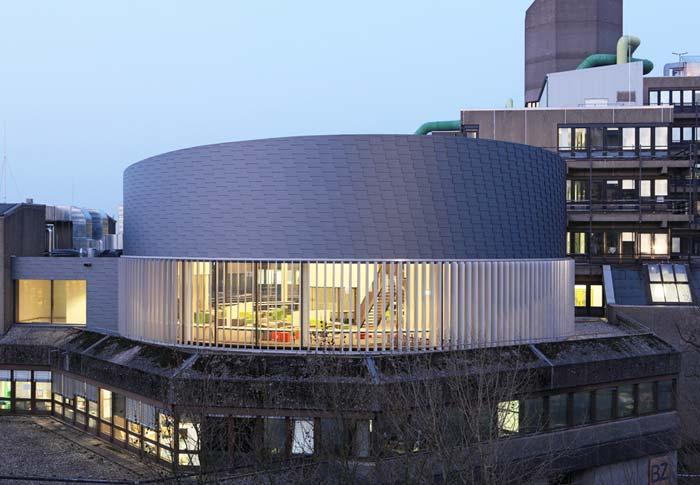 Universität Wuppertal: Der neue Lesesaal wurde auf das Bestandsgebäude aufgestockt. Foto: Hans-Jürgen Landes