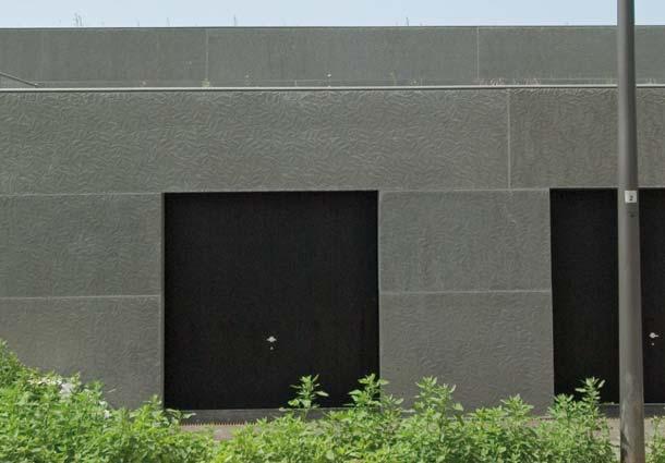 Großformatige, den jeweiligen Bauformen angepasste Fertigteile sind es, die mit ihrer Struktur den Eindruck raschelnder Lorbeerbüsche vermitteln. Foto: NOE-Schaltechnik