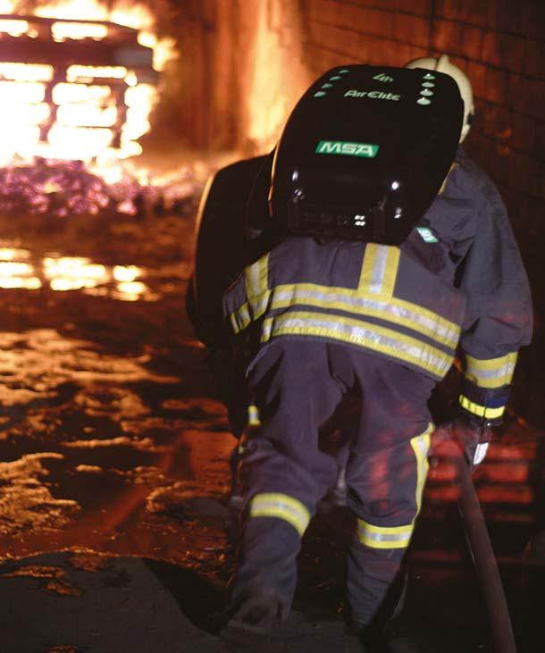 Tunnelwehr mit Kreislaufatemschutzgeräten im Einsatz