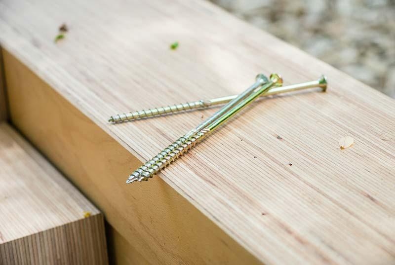 BauBuche: Furnierschichtholz auf der Baustelle. Foto: Kristof Lemp