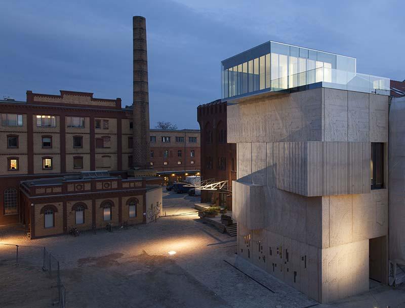 Ganzglasgeländer auf dem Museum für Architekturzeichnungen