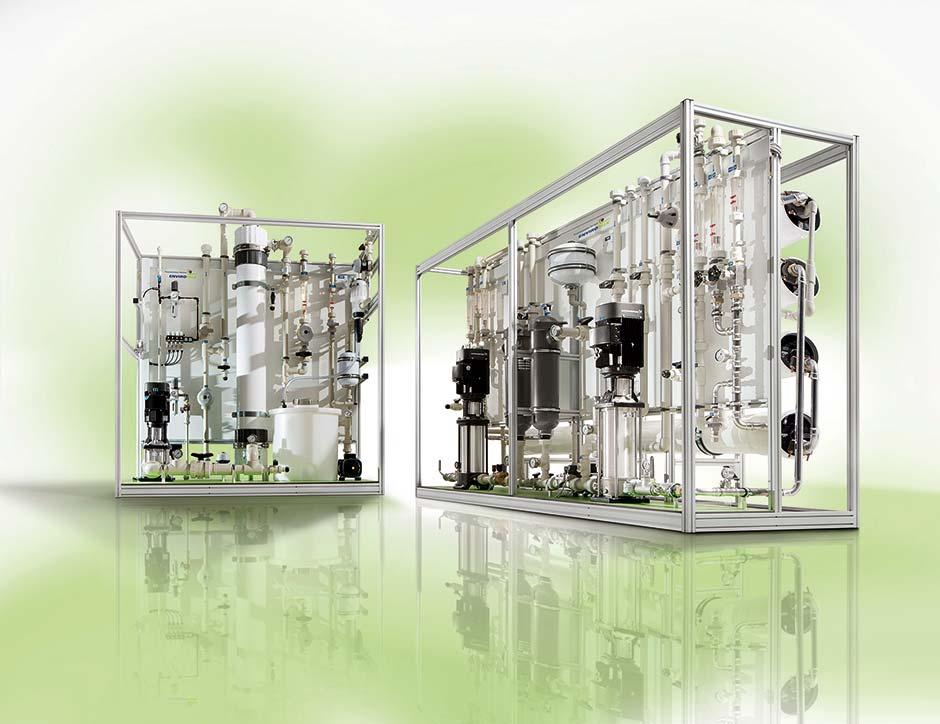 EnviroFALK Wasseraufbereitungsanlagen für die Glas-Branche. Rechts im Bild: Umkehrosmoseanlage. Links im Bild: Ultrafiltrationsanlage.