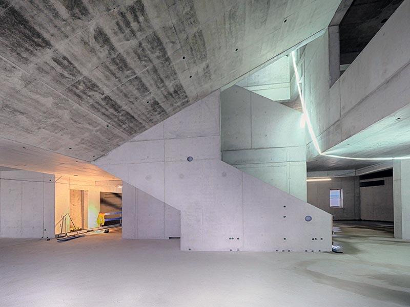 Sämtliche haustechnischen Installationen sind in den Beton integriert. Bild: Stefan Wille (LEONHARD WEISS)