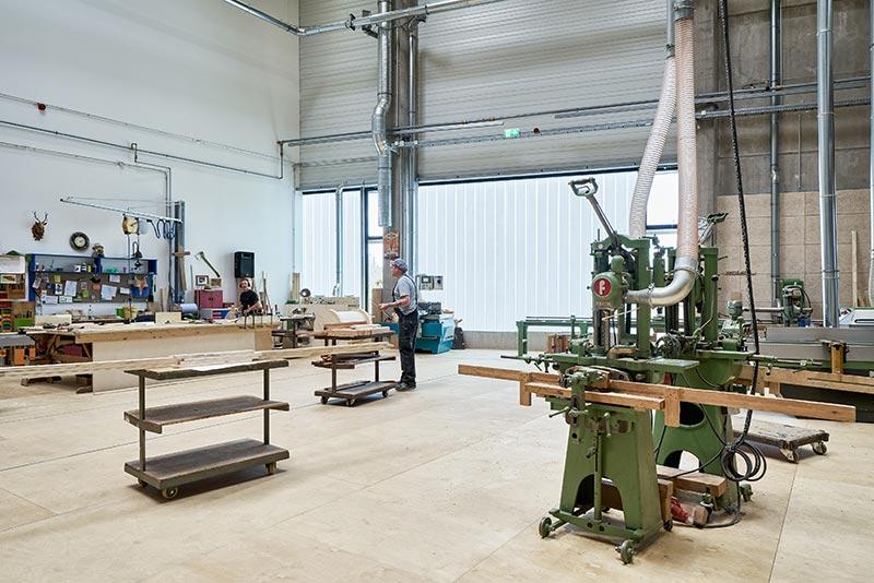 Die TWD sorgt für blendfreies Licht in Fundi und Werkstätten. Fotograf: Meike Hansen, Hamburg