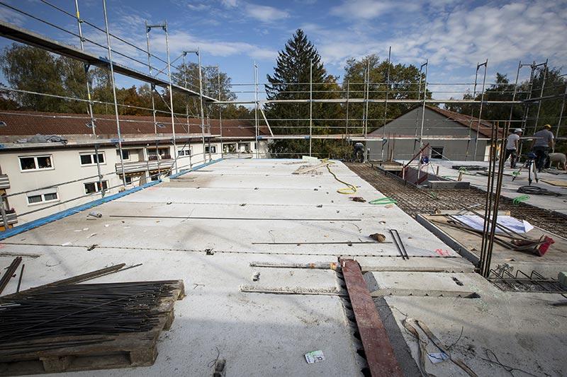 Mit DX-Fertigteildecken lassen sich Spannweiten von bis zu sieben Metern überbrücken. Unterm Strich wiegen sie weniger als Varianten aus Holz, die eine vergleichbare Schalldämmung und Brandschutzklasse aufweisen.  Bild: Dennert