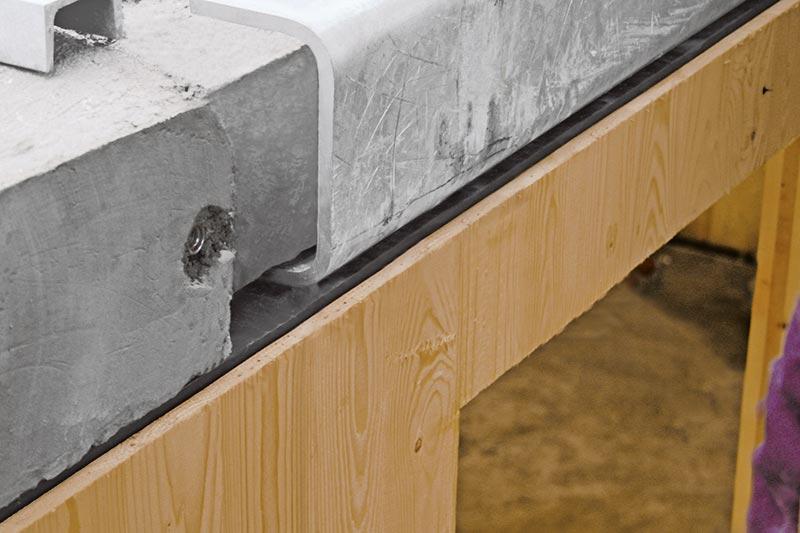 Die Betondecken können per Vergussverfahren oder dank eines patentierten Verschluss-Systems trocken verbaut werden. Bild: Dennert