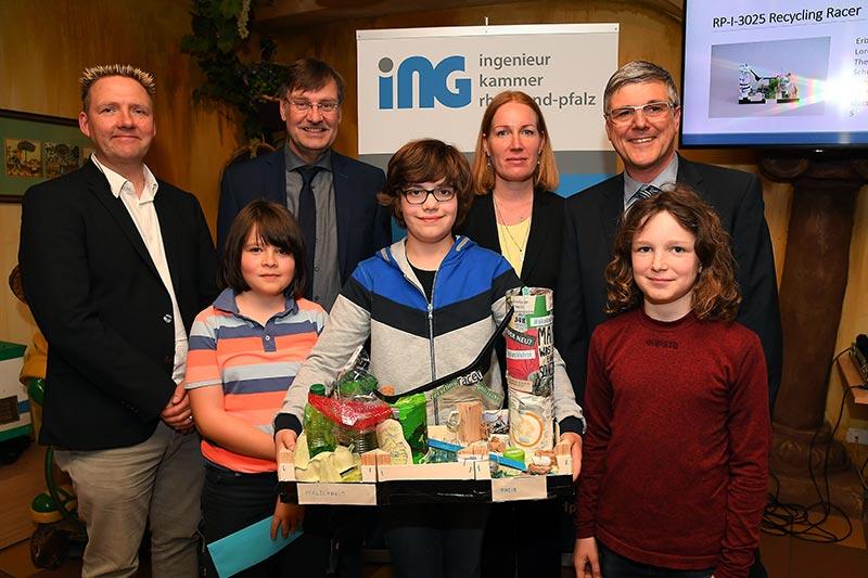 Der Sonderpreis Nachhaltigkeit ging an den Recycling Racer vom Siebenpfeiffer-Gymnasium in Kusel. Foto: Ingenieurkammer Rheinland-Pfalz/Kristina Schäfer