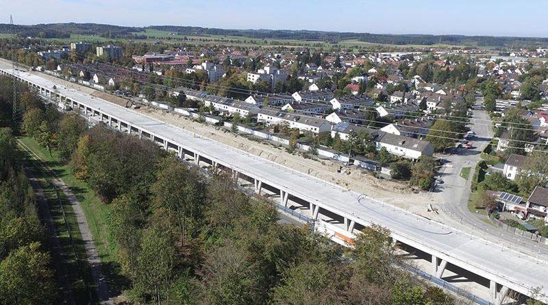 Auf einer Länge von circa einem Kilometer in Germering und auf einer Länge von circa einem halben Kilometer in Gilching wurden zwei Tunnelgalerien errichtet. Die dauerhafte Abdichtung der halboffenen Bauwerke erfolgte mit den Produkten der Sika Deutschland GmbH.
