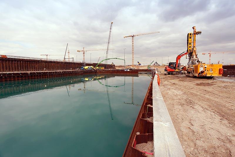 Für den Unterwasserbeton liefert Dyckerhoff 12.000 t Zement. Foto: Fraport