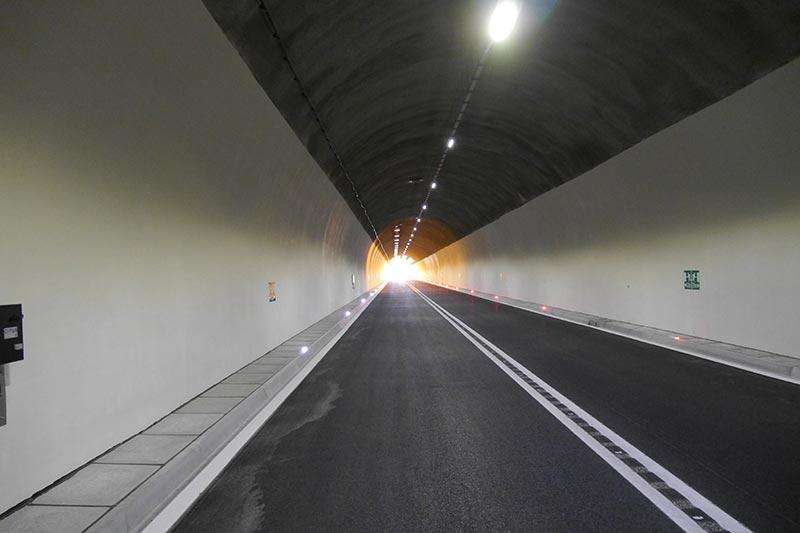 Durch die Sanierung wurde die Helligkeit und somit die Verkehrssicherheit deutlich erhöht. Foto: Dyckerhoff