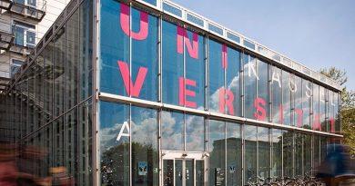 Eingangsbereich des Campus Holländischer Platz. Foto: Sonja Rode/Lichtfang