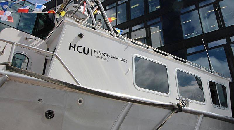 Als Taufpatin für die feierliche Bootstaufe konnte Dr. Karin Kammann-Klippstein, Präsidentin des Bundesamtes für Seeschifffahrt und Hydrographie (BSH), gewonnen werden. Bildquelle: HCU Hamburg