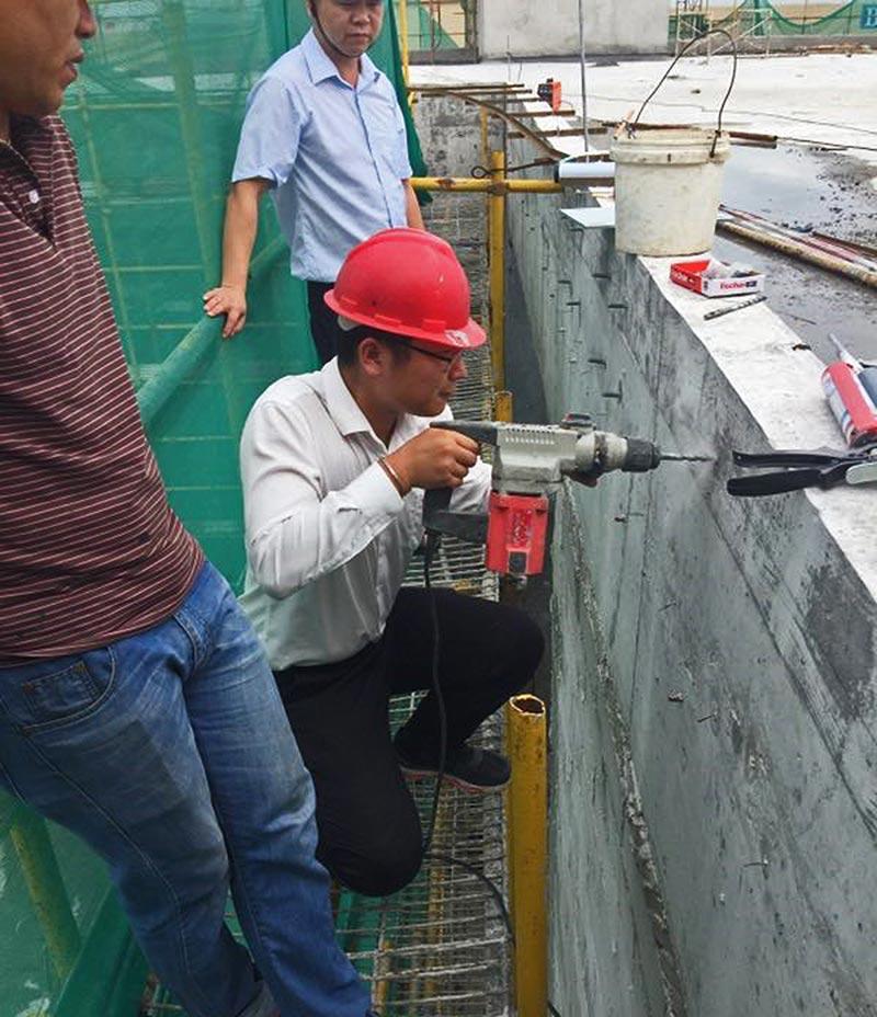 Imposante Erscheinung: Für die Gebäude auf der künstlichen Insel Zhuhai Port lieferte fischer Befestigungslösungen aus den Bereichen Chemie und Stahl, die um Bewehrungsanschlüsse zu fixieren, Fassaden zu befestigen und die Stahlkonstruktion an Innen- und Außenwänden zu sichern. Bild: fischer