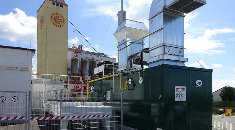 Das H2-BHKW agenitor 406 SG von 2G dient zur Rückverstromung von Wasserstoff, der im Rahmen des PtG-Konzepts der Stadtwerke Haßfurt aus Windkraft mit Hilfe eines Elektrolyseurs gewonnen wird. Die anschlussfertige Containerlösung verfügt über eine elektrische Leistung von 140 kW. Bildquelle: Institut für Energietechnik (IfE) an der Ostbayerischen Technischen Hochschule Amberg-Weiden.