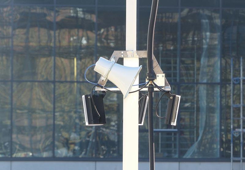 Über ein integriertes Lautsprechersystem können die Mitarbeiter der Alarmzentrale Unbefugte aus sicherer Distanz ansprechen – und zum Verlassen der Fläche auffordern. Foto: Video Guard