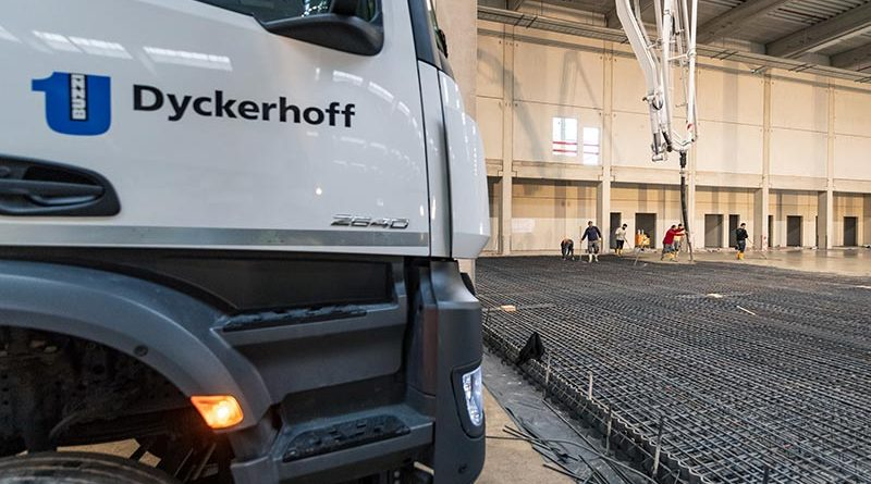 Dyckerhoff lieferte Beton für die Böden des weltgrößten Zentrallagers der Automobilindustrie. Foto: Dyckerhoff / Christoph Mertens